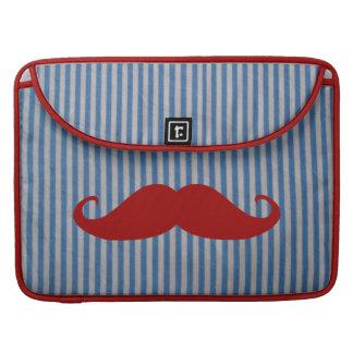 Bigote rojo divertido y rayas blancas azules fundas para macbook pro