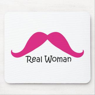 Bigote rosado y negro divertido de las mujeres rea mouse pads
