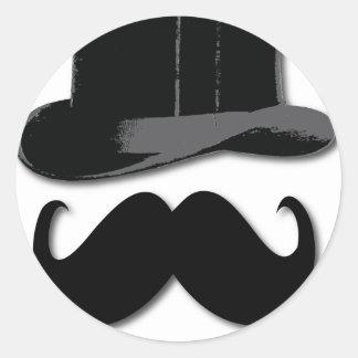 bigote, sombrero de copa, pajarita y perlas pegatina redonda