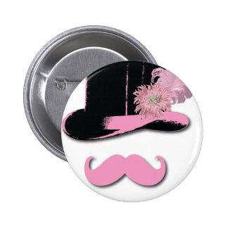 Bigote, sombrero de copa, plumas, y flor rosados pin redondo de 2 pulgadas
