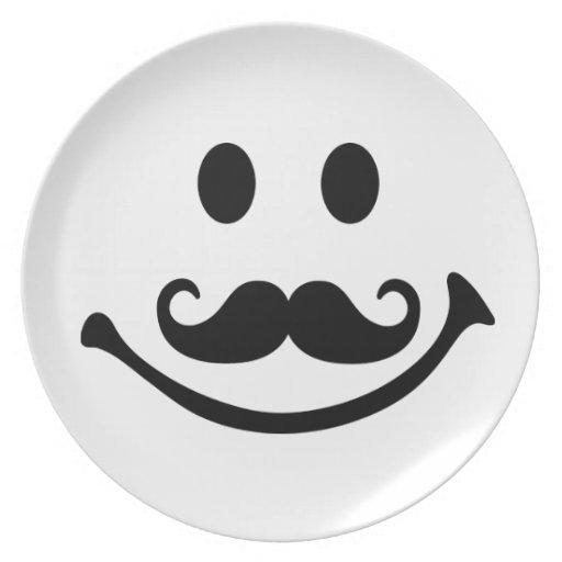 Bigote sonriente de la cara platos
