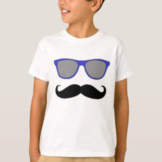 Bigote y humor azul de las gafas de sol playera