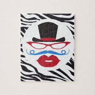 Bigote y labios de la diversión con el sombrero de rompecabeza con fotos