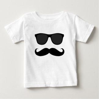 Bigote y regalo negros del humor de las gafas de playera de bebé