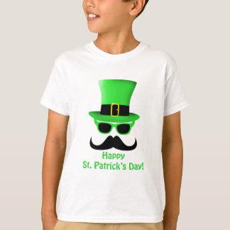 Bigote y sombrero de copa del día de St Patrick Playera