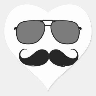 bigote y vidrios pegatina en forma de corazón