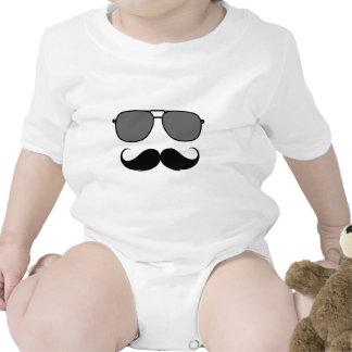 bigote y vidrios camiseta