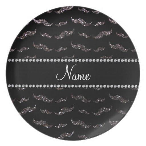Bigotes gris oscuro conocidos personalizados del b platos