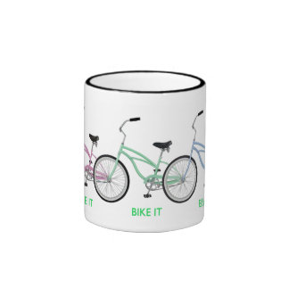 ¡Bike lo! ¡Tres diversas bicis coloreadas en una f Tazas De Café