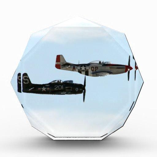 Binturong de F8F y mustango de P-51D
