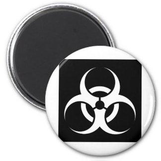 Bio peligro o negro de cuidado del símbolo de la m iman de nevera