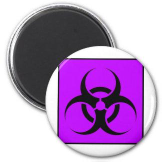 Bio peligro o púrpura de cuidado del símbolo de la imán redondo 5 cm