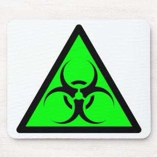 Bio peligro o verde de cuidado del símbolo de la m alfombrillas de ratones