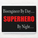 Bioengineer del super héroe alfombrillas de raton