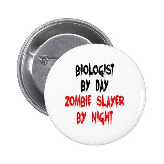 Biólogo del asesino del zombi pin redondo de 2 pulgadas
