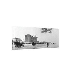 Biplano antiguo sobre Daytona Beach la Florida 1 Lona Envuelta Para Galerias