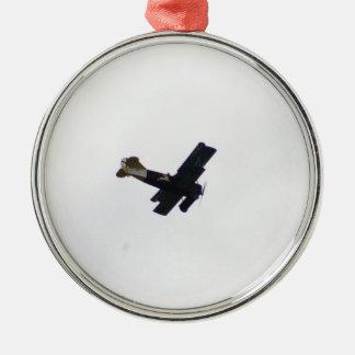 Biplano modelo en vuelo adorno