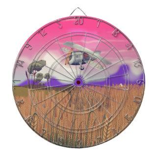 Biplano que vuela sobre cosechas debajo del sol