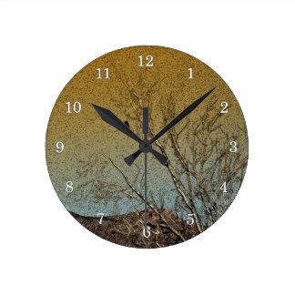 Bird in a tree round clock