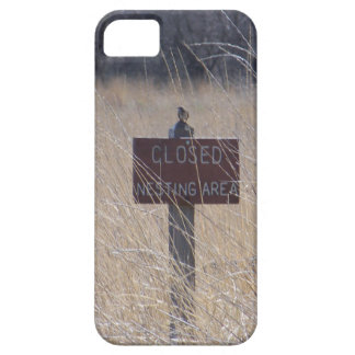 Bird on Nesting Area Sign iPhone SE/5/5s Case