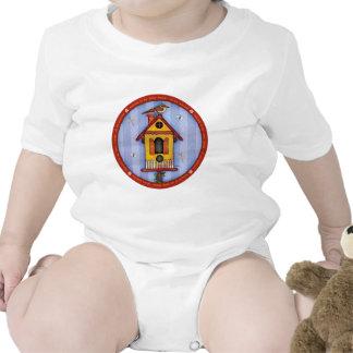 Birdhouse con el pájaro trajes de bebé
