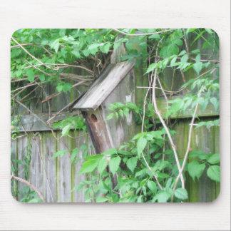 Birdhouse en primavera alfombrillas de raton