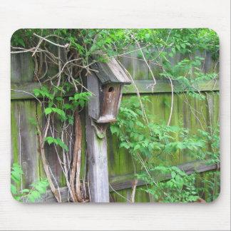 Birdhouse en primavera tapete de ratón
