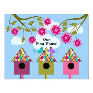 """Birdhouses y fiesta coloridos del estreno de una invitación 4.25"""" x 5.5"""""""