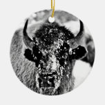 Bisonte escarchado de Yellowstone Adorno Redondo De Cerámica
