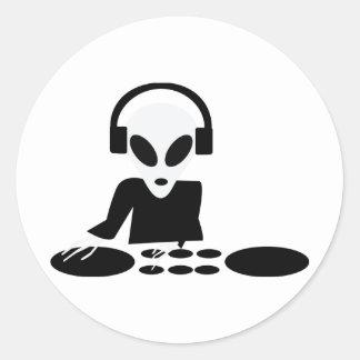 black alien turn tables dj icon classic round sticker