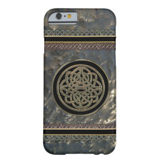 Black and Gold Metal Celtic Knot on iPhone 6 Case