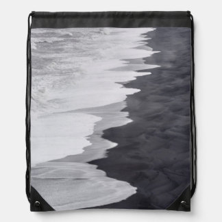 Black and white beach scenic drawstring bag