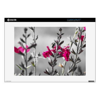 """Black and White Bee 15"""" Laptop Decal"""