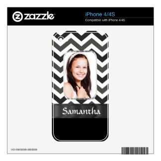Black and white chevron skin for iPhone 4S