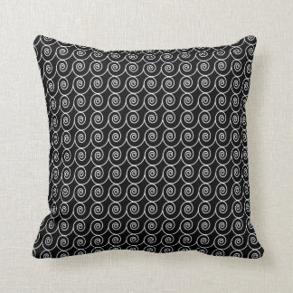 Black and White Curlie Cue Pattern Pillow