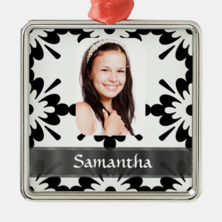 Black and white daisy pattern metal ornament