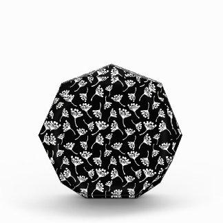 Black and white dandelion pattern award