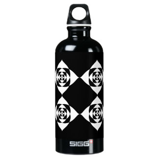 Black and White Floral Design. Water Bottle