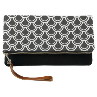 Black and White Geometric Pattern Clutch
