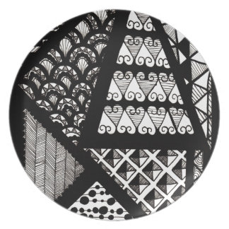 Black and white geometric party plates