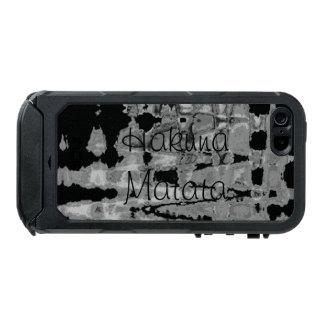 Black and White Hakuna Matata Colors Waterproof iPhone SE/5/5s Case
