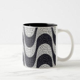 Black and white mosaic wave  mug taza de dos tonos