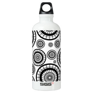 Black and White Repeating Wheel Pattern Water Bottle