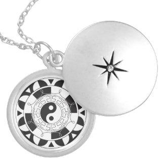 Black And White Yin Yang Pattern Round Locket Necklace