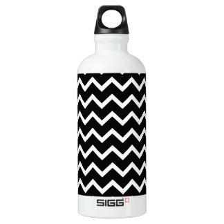 Black and White Zig Zag Pattern. Aluminum Water Bottle