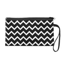 Black and White Zig Zag Pattern. Wristlet Purse
