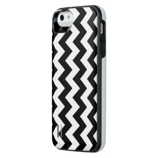 Black and White Zigzag Uncommon Power Gallery™ iPhone 5 Battery Case