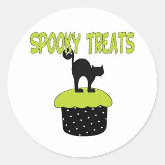 Black Cat Cupcake Round Sticker