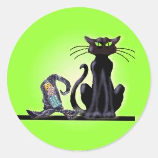 BLACK CAT & HAT by SHARON SHARPE Classic Round Sticker