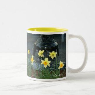 Black Daffodil Fountain Mug